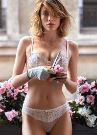 Femme Charmeuse lingerie 28